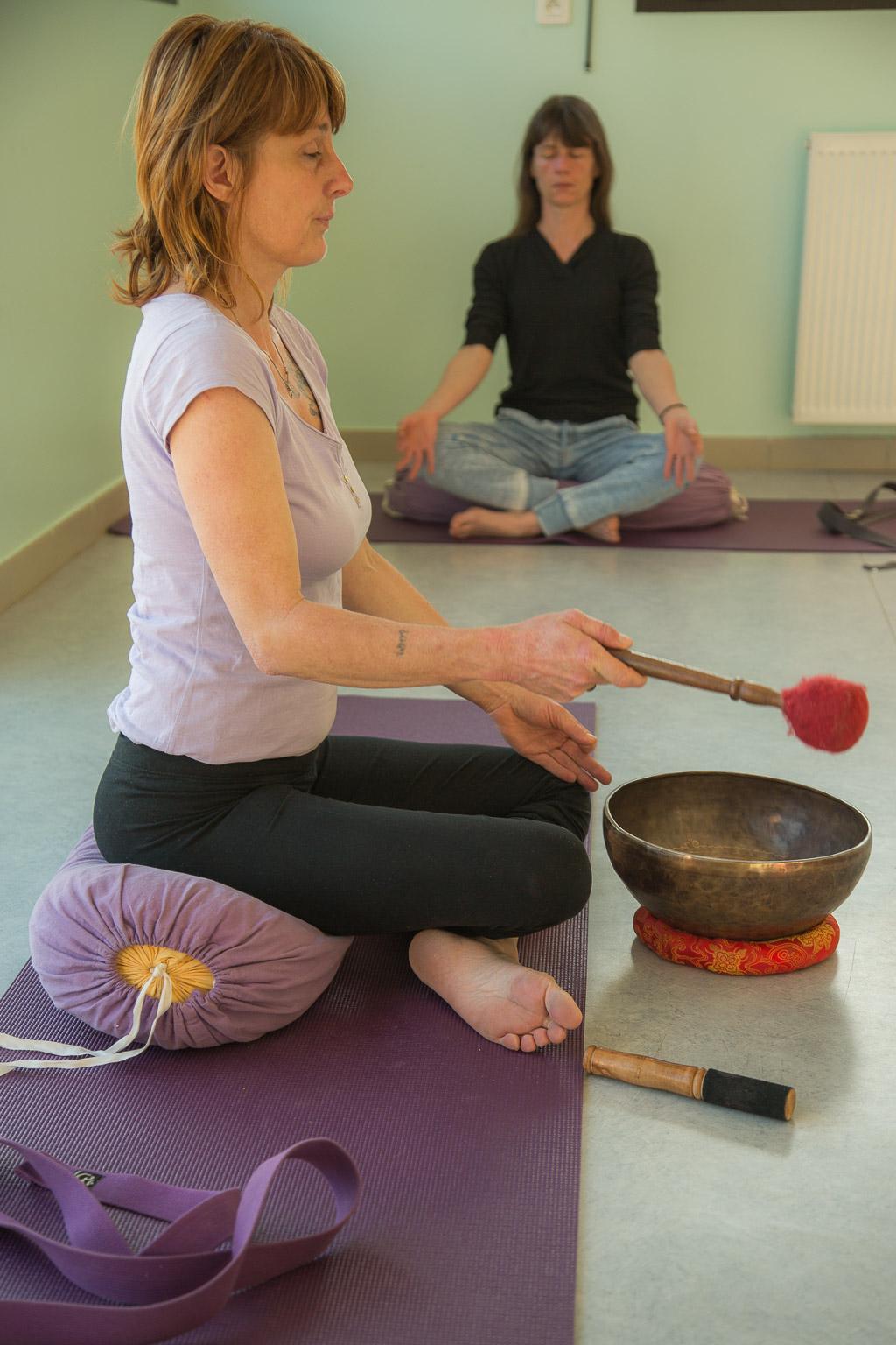 méditation sur le son du bol, cours de yoga de Lucile Gehin à Mauvezin